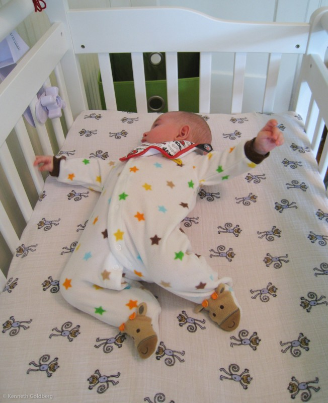 baby boy sam stretches out in his spacious new mini crib: Da Vinci Emily Mini Crib