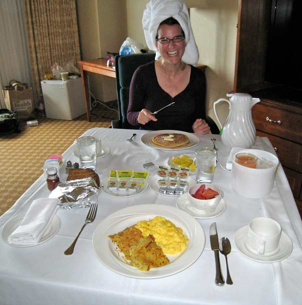 IMG_5714-Kathryn-Las-Vegas-Room-Service-Breakfast_605px