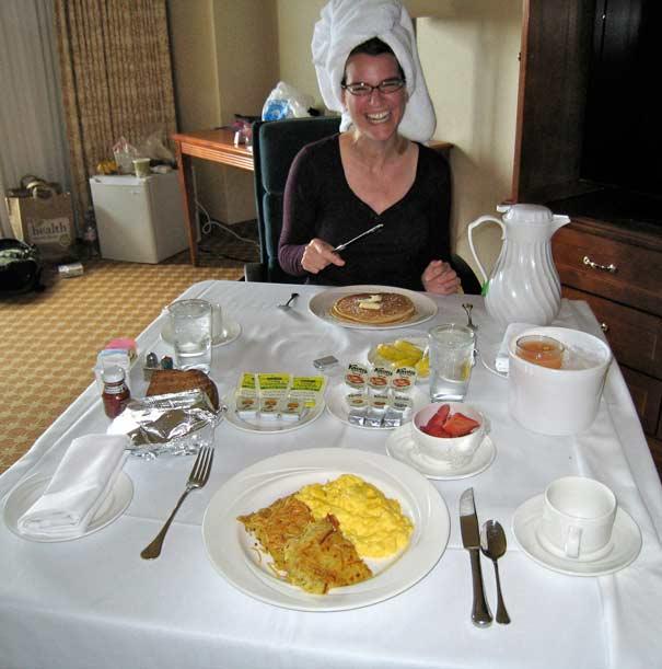 IMG_5714-Kathryn-Las-Vegas-Room-Service-Breakfast_605px